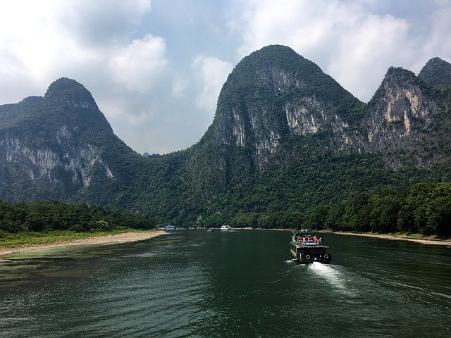 holidays in China- Li River boat cruise